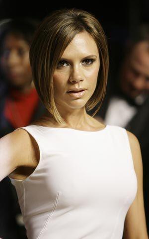 Victoria Beckham'ın boyu sadece 1.65 cm ama her giydiğini yakıştırmayı çok iyi biliyor!